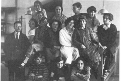 Georg Muche et les étudiants de l'Atelier tissage, 1923