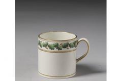 Josiah Wegdwood & sons, Tasse à café en faïence émaillée et dorée. Vers 1800