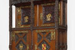 Cabinet (garde-manger) en chêne sculpté, peint et doré,  dessiné pour la salle à manger particulière de Pugin, 1845.