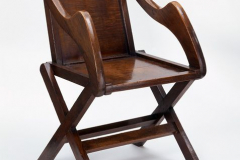 Chaise en chêne dite Glastonbury Chair, dessinée pour la maison de l'Évêque de la cathédrale St Chad's de Birmingham, 1840.